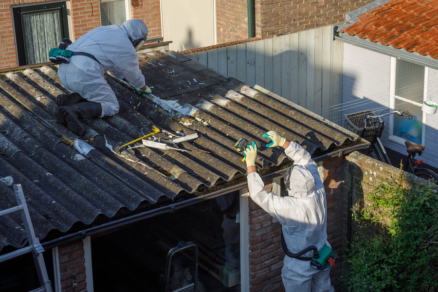 asbestos specialist doing commercial asbestos removal